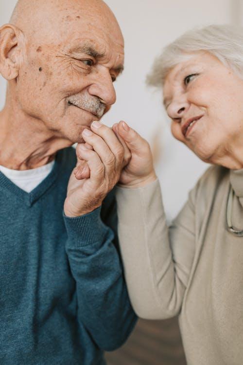 Dienstleistungen auf Meenzerpflege.de Bild Ehepaar