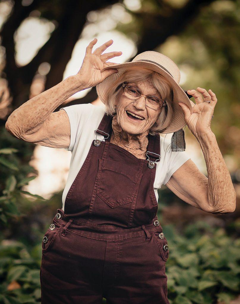 Leistungen auf Meenzerpflege.de Bild Frau mit Hut